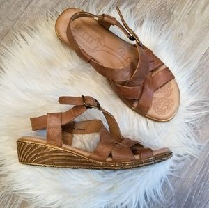 Born brown leather sandals sz 6